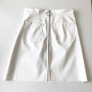 Storets White Vinyl Zipper Mini Skirt